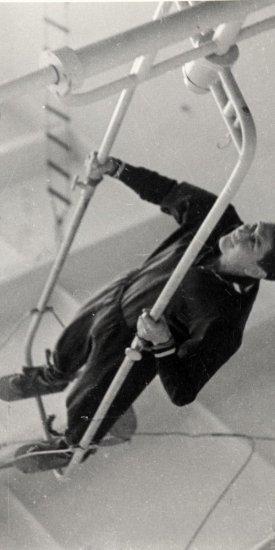 Лётчик-космонавт СССР Б.Б. Егоров во время тренировки на лопинге.