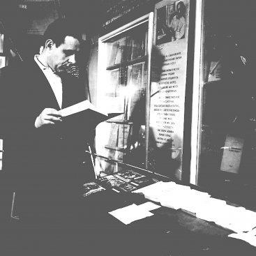 Лётчик-космонавт СССР В.М. Комаров в залах Дома-музея К.Э. Циолковского во время съёмок документального фильма «Впереди века».