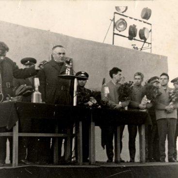 Главный конструктор ракетно-космических систем С.П. Королёв выступает на митинге перед стартом космического корабля «Восход».