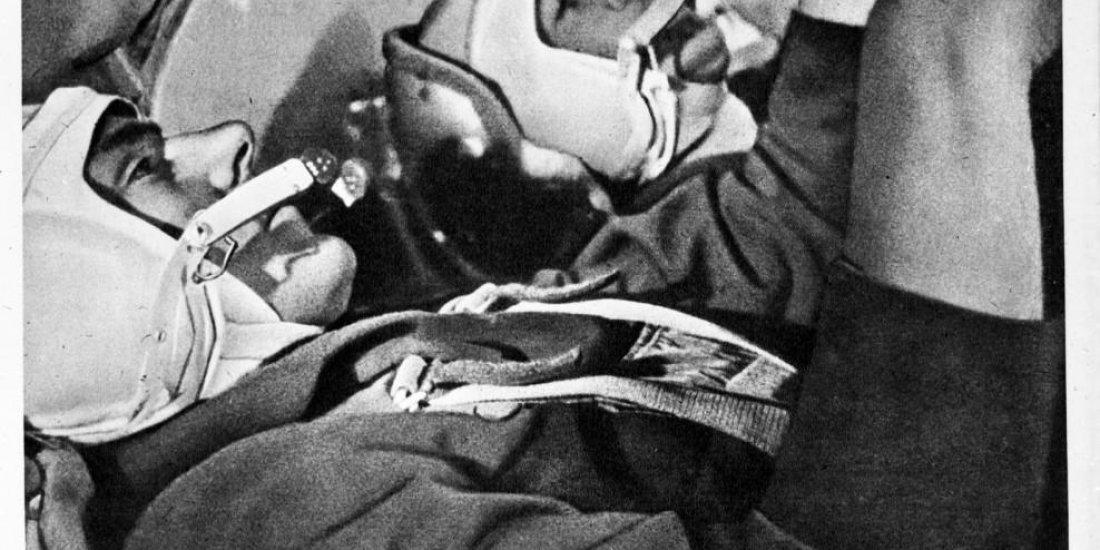 Лётчики-космонавты СССР В.М. Комаров, К.П. Феоктистов, Б.Б. Егоров в кабине космического корабля «Восход».