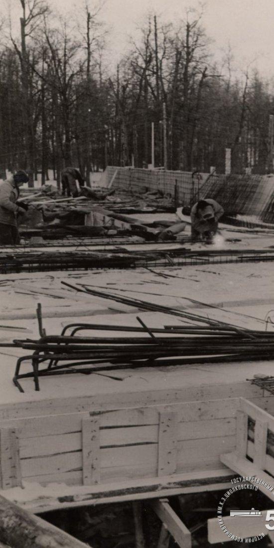 Сварочные работы на перекрытии цокольного этажа здания музея.