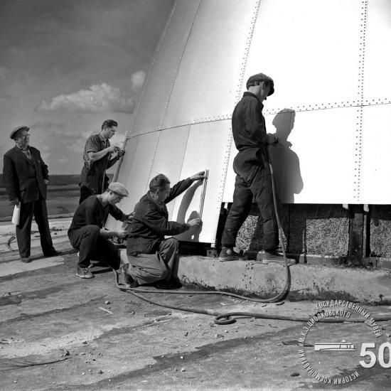 Строительная площадка Государственного музея К.Э. Циолковского. Облицовка купола планетария листами алюминия