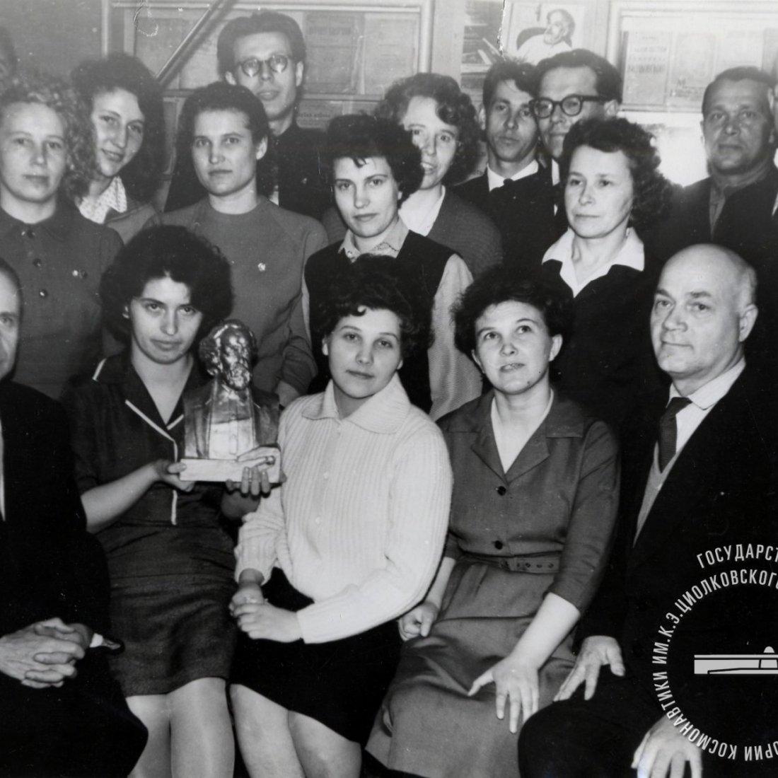 Скрипкин А.Т., директор музея, среди сотрудников Дома-музея К.Э. Циолковского.