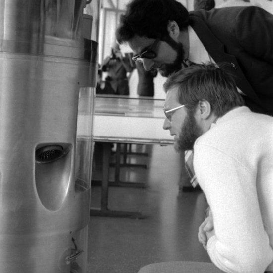 Участники советско-французского эксперимента «Снег-3» на экскурсии в зале ракетной техники ГМИК им. К.Э. Циолковского.