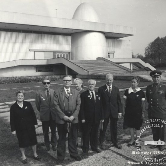 А.И. Нестеренко, начальник космодрома Байконур (1955—1958 гг.), в группе участников Х Чтений.