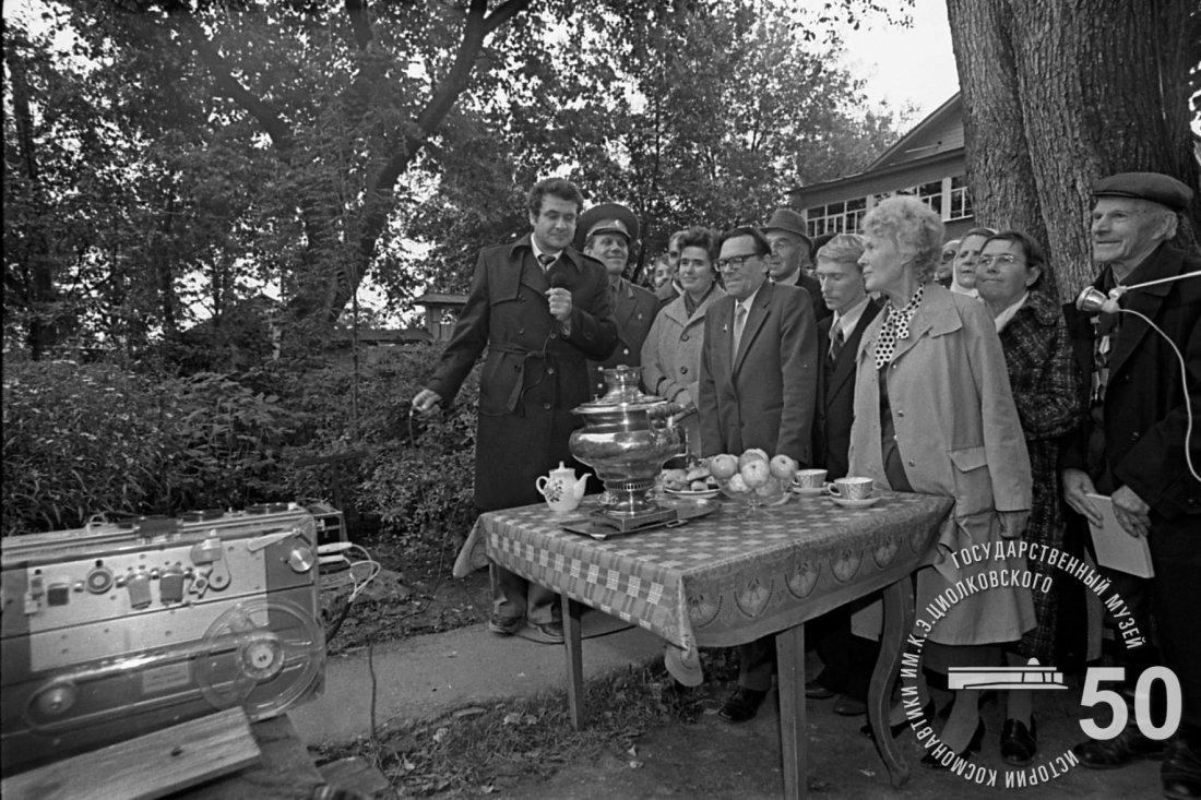 Во время сеанса прямой связи «Калуга-Космос», состоявшегося в ходе Традиционной встречи «Они знали К.Э. Циолковского» в Доме-музее ученого.