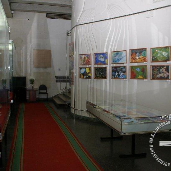 Выставка «Космические юбилеи в творчестве юных калужан»