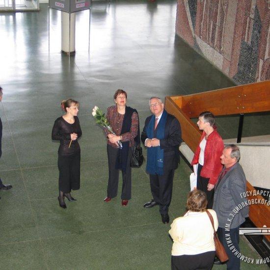 Посол Нидерландов Ян-Пауль Дирксе с супругой во время посещения ГМИК им. К.Э. Циолковского
