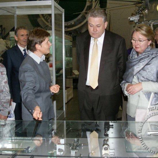 Посол Украины в РФ В.Ю. Ельченко с супругой в музее истории космонавтики.