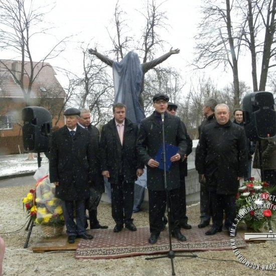 Открытие памятника Ю.А. Гагарину перед музеем истории космонавтики.