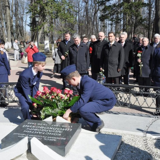 Возложение цветов к могиле К.Э. Циолковского.