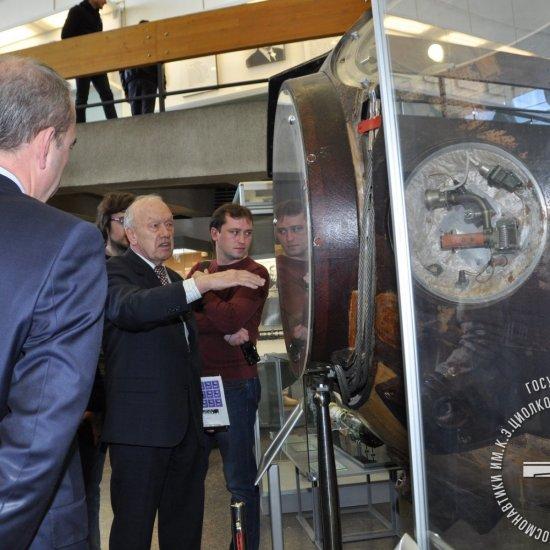 Дважды Герой Советского Союза, Летчик-космонавт  СССР А.С. Елисеев рассказывает о корабле Союз-34.