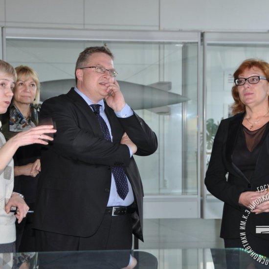 Посол Дании Томас Винклер во время посещения ГМИК им. К.Э. Циолковского.