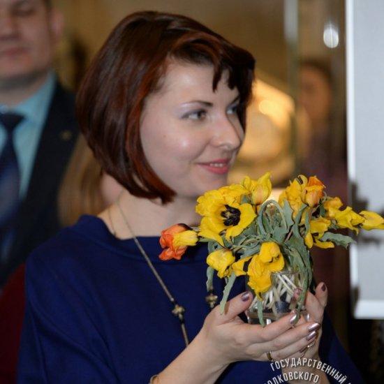 Тюльпаны, привезенные  с Байконура, на открытие выставки «Наш Гагарин».