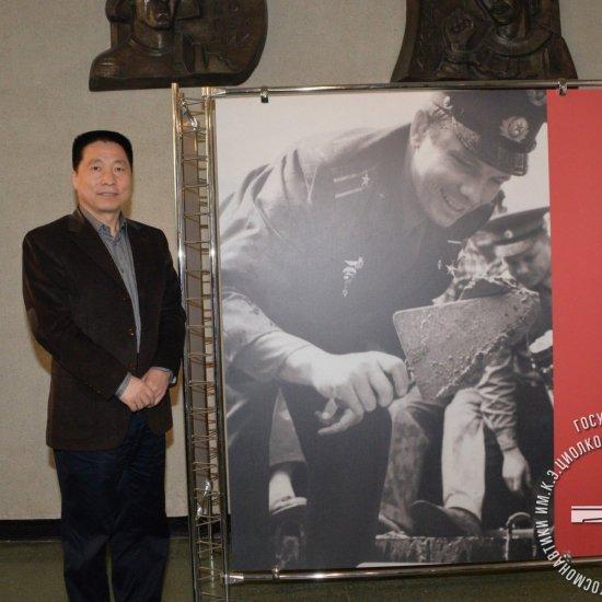 Первый китайский космонавт Ян Ливэй в ГМИК им. К.Э. Циолковского.