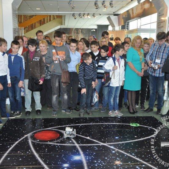 Первый Техно-фестиваль космической тематики открывает и.о. Городского Головы г. Калуги К.М. Горобцов (второй справа).