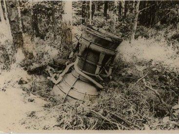 Двигательная установка ракеты А-4 («Фау-2») в лесу