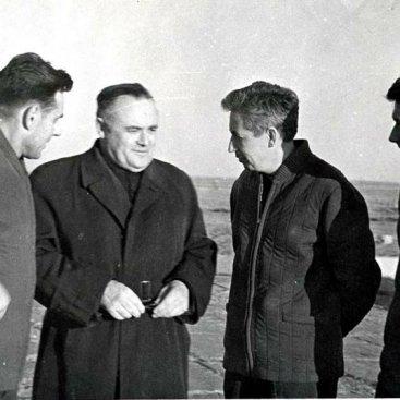 С.П. Королев с экипажем космического корабля «Восход» перед полетом