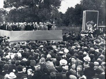 Митинг трудящихся г. Калуги, посвященный закладке памятника К.Э. Циолковскому в сквере Мира