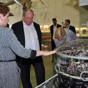 Врио Генерального директора Объединенной ракетно-космической корпорации Юрий Вениаминович Власов в музее истории космонавтики