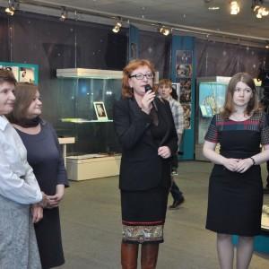 Директор ГМИК им. К.Э. Циолковского Н.А. Абакумова выступает на открытии выставки «Первый шаг во Вселенную»