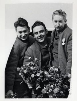 Члены экипажа космического корабля «Восход» перед отлётом из г. Кустаная