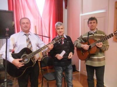 Участники концерта (слева направо): Александр Астахов, Владимир Родионов, Михаил Стрельцов (аккомпанемент)