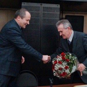 Министр спорта КО А.Ю. Логинов поздравляет Е.Н. Кузина
