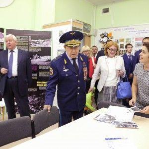 Гости на открытии музея истории космоса школы № 18 г. Красногорска