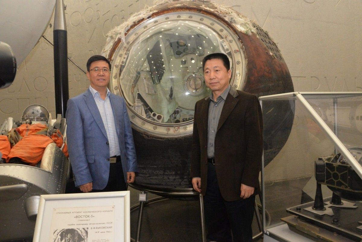 Государственный музей истории космонавтики им. К.Э. Циолковского посетила делегация во главе с первым китайским космонавтом Ян Ливэем.