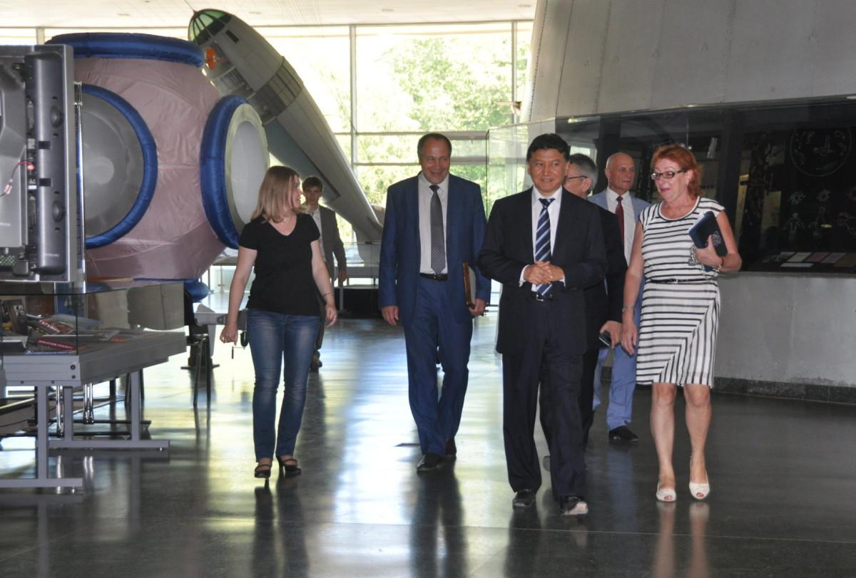 Президент ФИДЕ Кирсан Илюмжинов в Государственном музее истории космонавтики имени К.Э. Циолковского