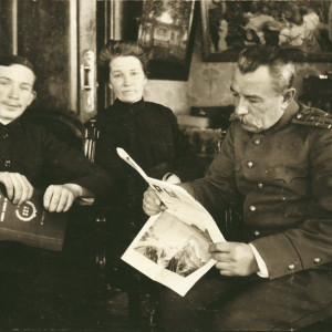Александр Чижевский с тетей и дядей. Калуга. 1914 год