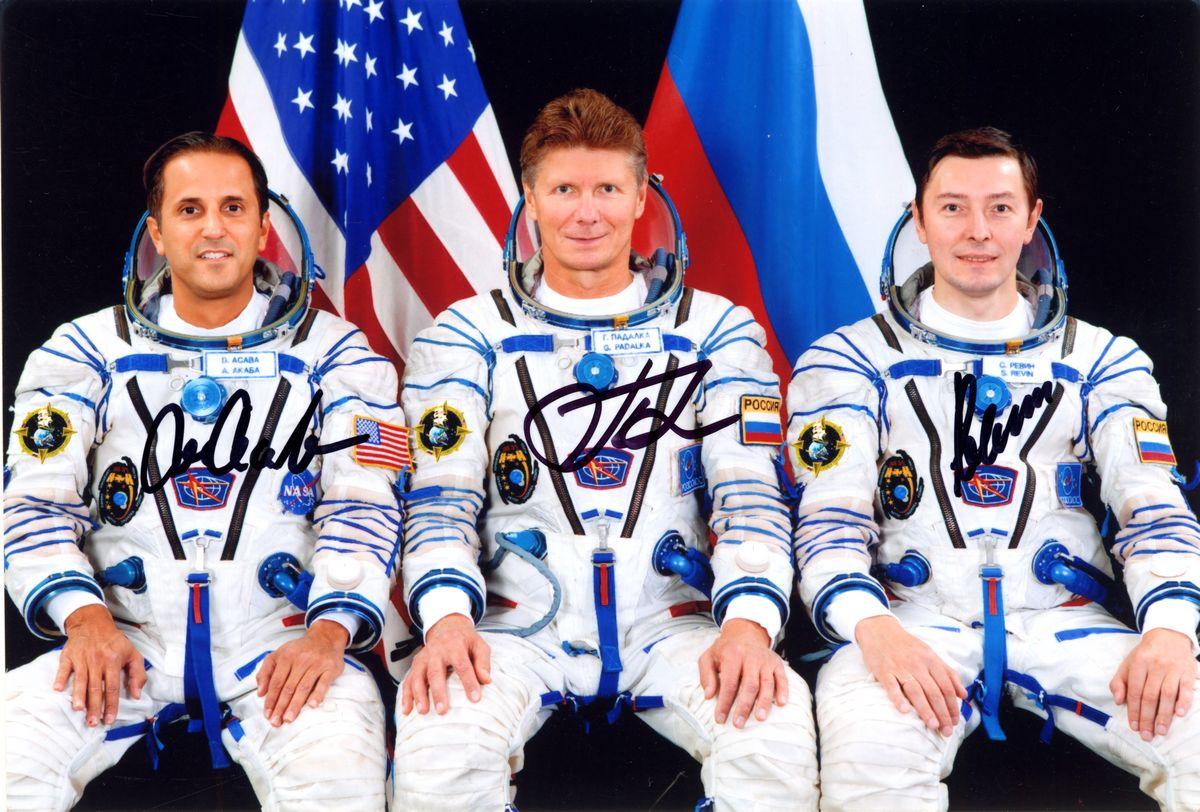 Участники экспедиции МКС-32 Падалка Г. (РФ), командир, Ревин С. (РФ), бортинженер, Акаба Д. (Япония), бортинженер.