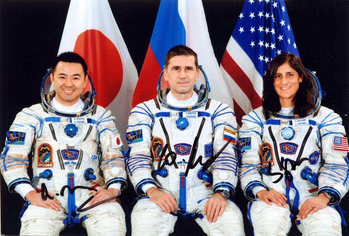 Участники экспедиции МКС-33 Уильямс С. (США), командир, Маленченко Ю. (РФ), бортинженер, Хошиде А. (Япония), бортинженер.