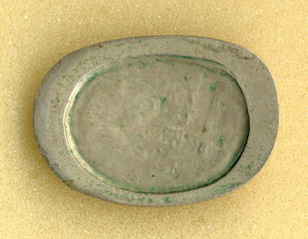 Монета номиналом 15 копеек, деформированная под колесами мотовоза.