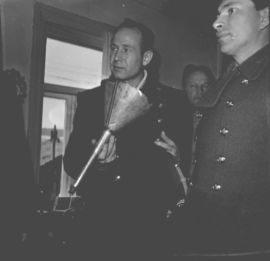 На экскурсии в Доме-музее К.Э. Циолковского, апрель 1965 г.