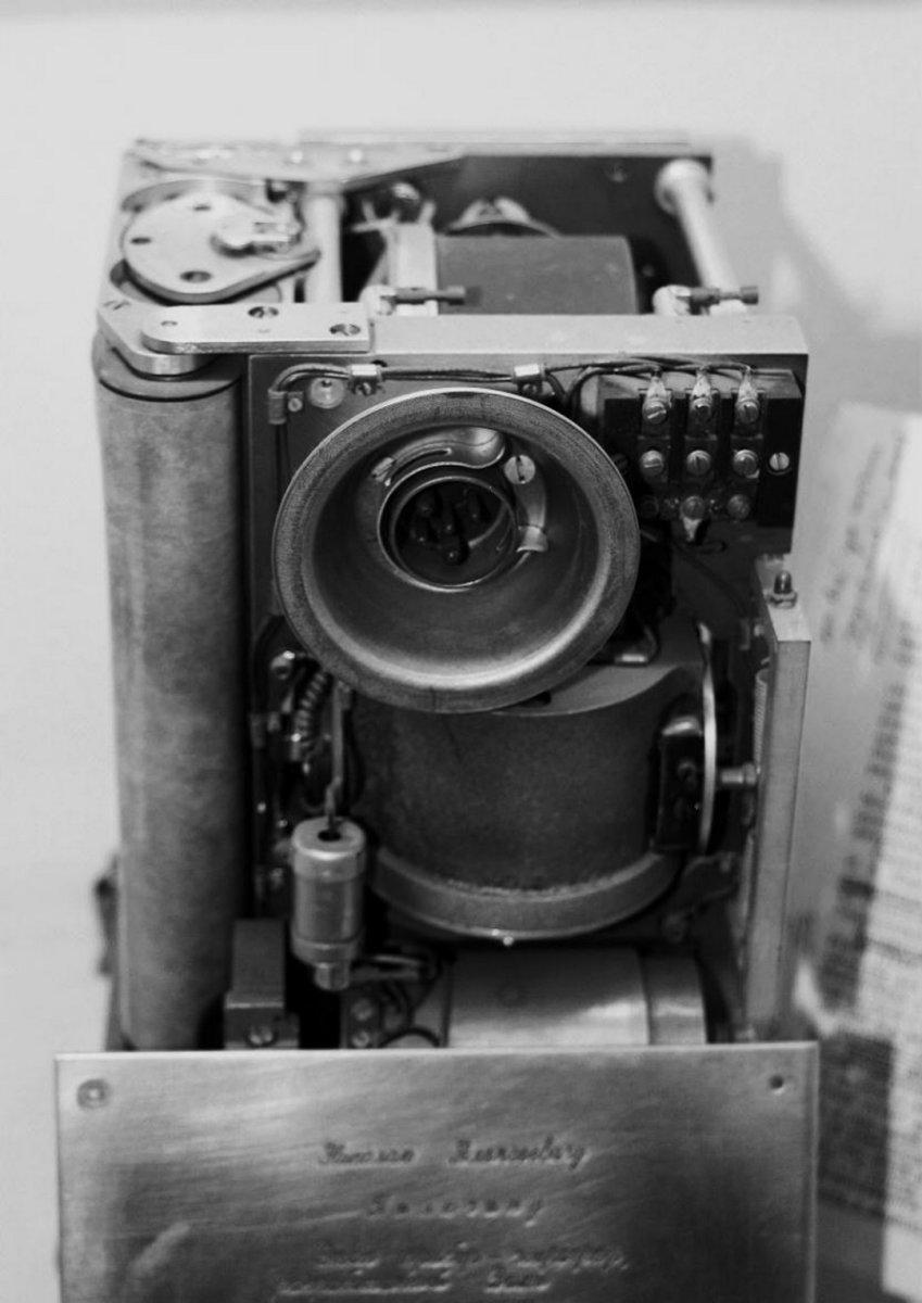 Прибор «Жирограф» - трёхкомпонентный самописец угловых скоростей самолёта. На фотографии прибор, который подарил Н.А. Пилюгину  коллектив ЦАГИ на память 1973 г.