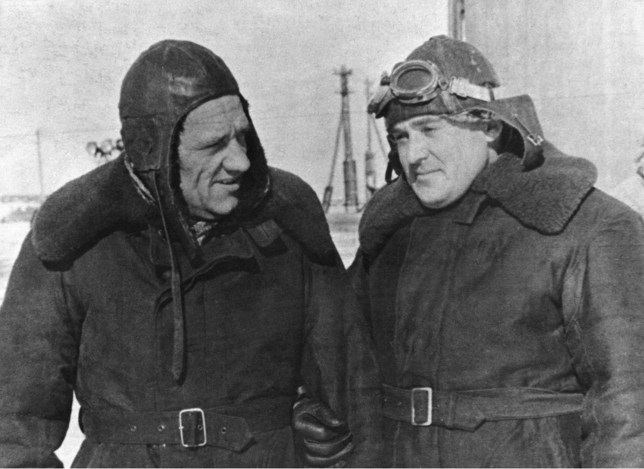 Н.А. Пилюгин и С.П. Королёв. Капустин Яр. 1947 гг.