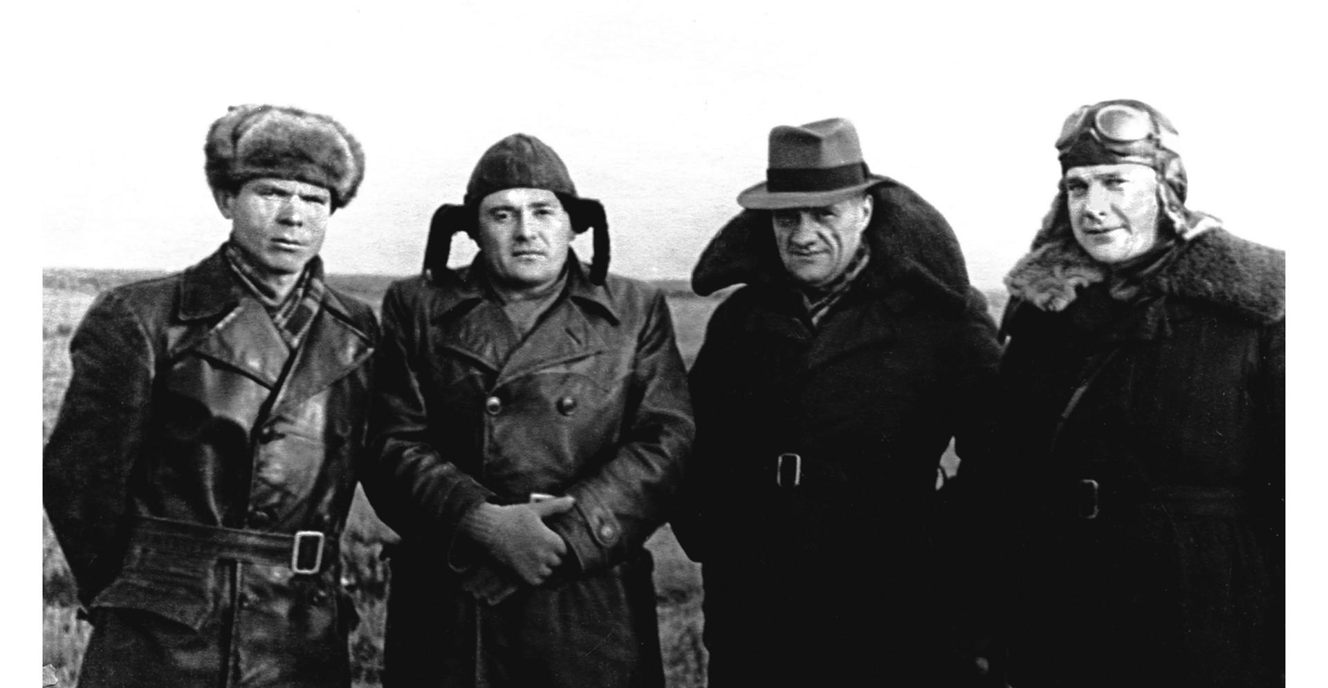 М.К. Янгель, С.П. Королёв, Н.А. Пилюгин, М.С. Рязанский. Капустин Яр. 1947 г.