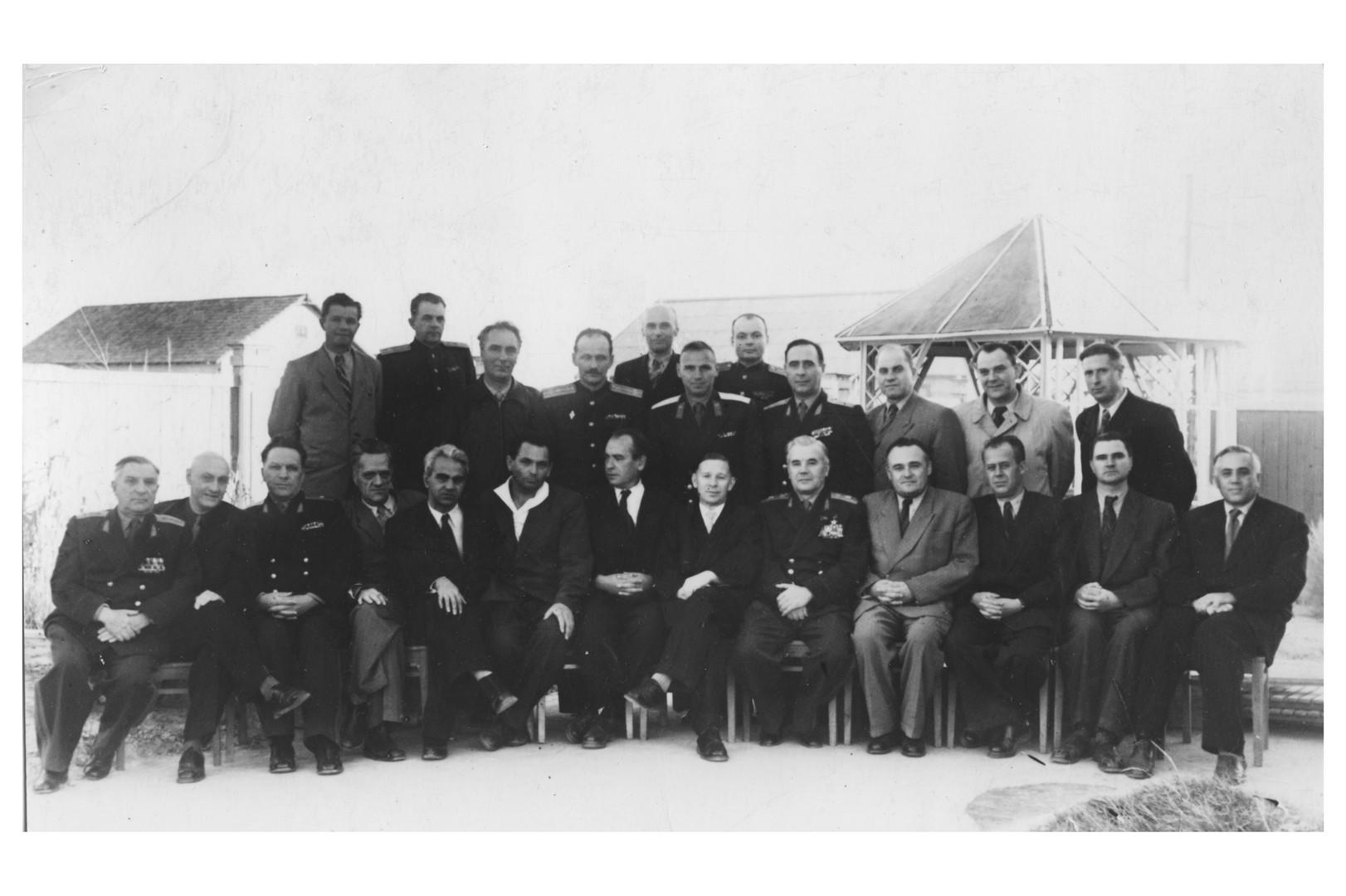 Комиссия по запуску первого искусственного спутника Земли. г. Байконур. 1957 г.