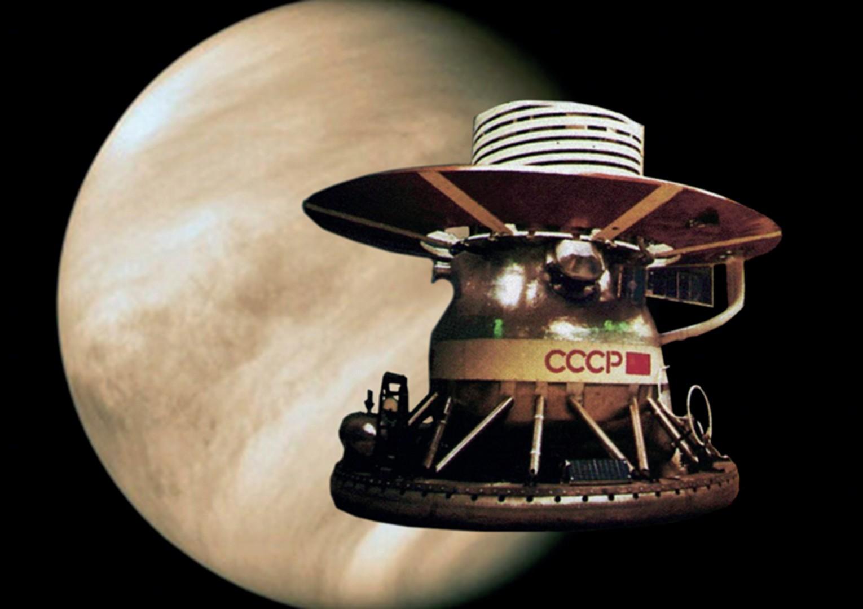АМС «Венера-9» , осуществившая первую в мире панорамную фотосьёмку на планете Венера.