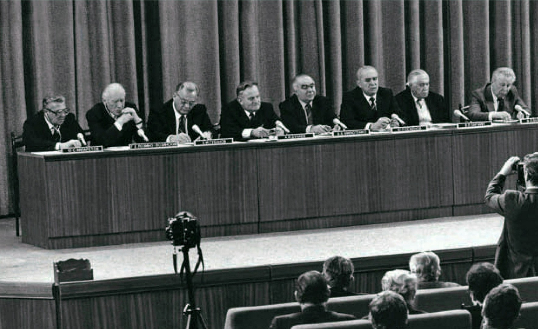 Пресс-конференция для советских и иностранных журналистов после успешного полёта МТКС «Энергия-Буран». Москва. Ноябрь 1988 г.