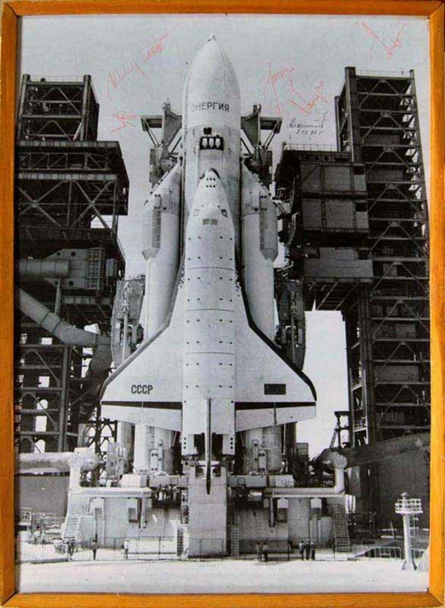 Универсальная ракетно-космическая транспортная система «Энергия»- «Буран» на стартовой позиции. Казахская ССР, Космодром Байконур. 1988 г.