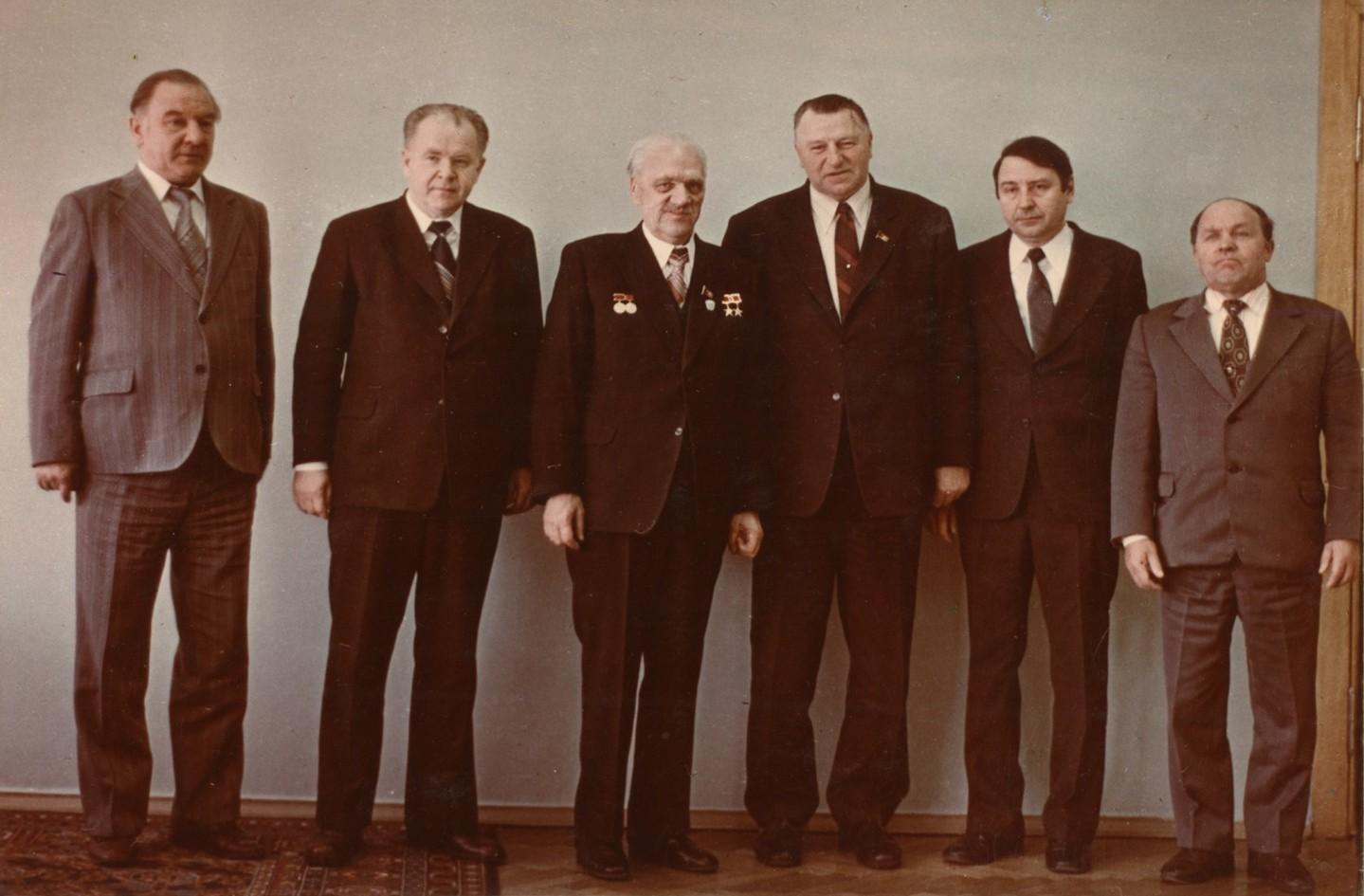 Н.А. Пилюгин – третий слева, рядом с ним, справа С.А. Афанасьев – министр общего машиностроения СССР. 1978 г.