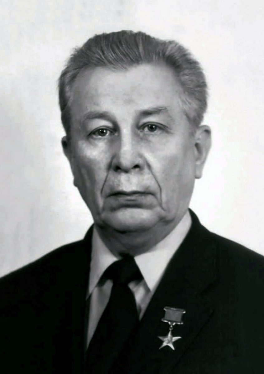 Владимир Лаврентьевич Лапыгин - генеральный конструктор и генеральный директор НПЦ АП, возглавивший предприятие после Н.А. Пилюгина.