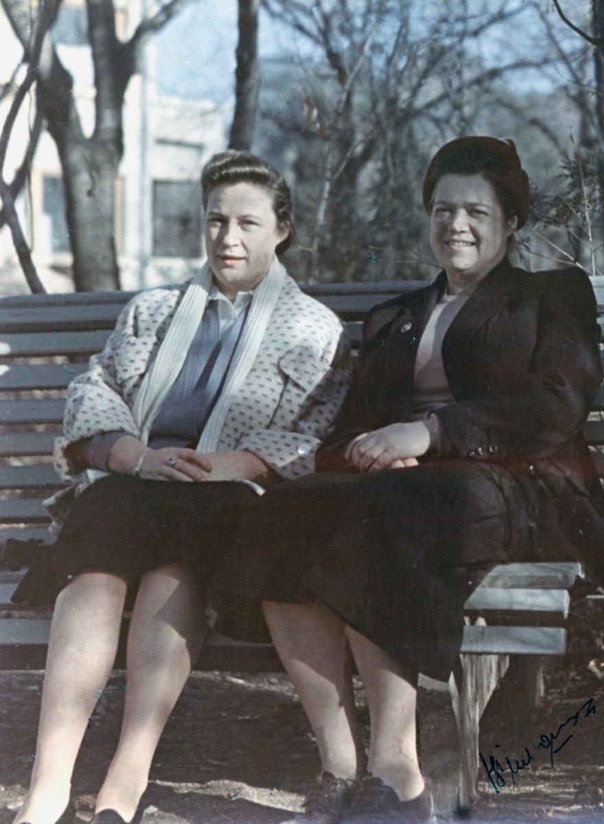 Жена С.П. Королева Нина Ивановна Королева и Антонина Константиновна Пилюгина на отдыхе в Кисловодске.