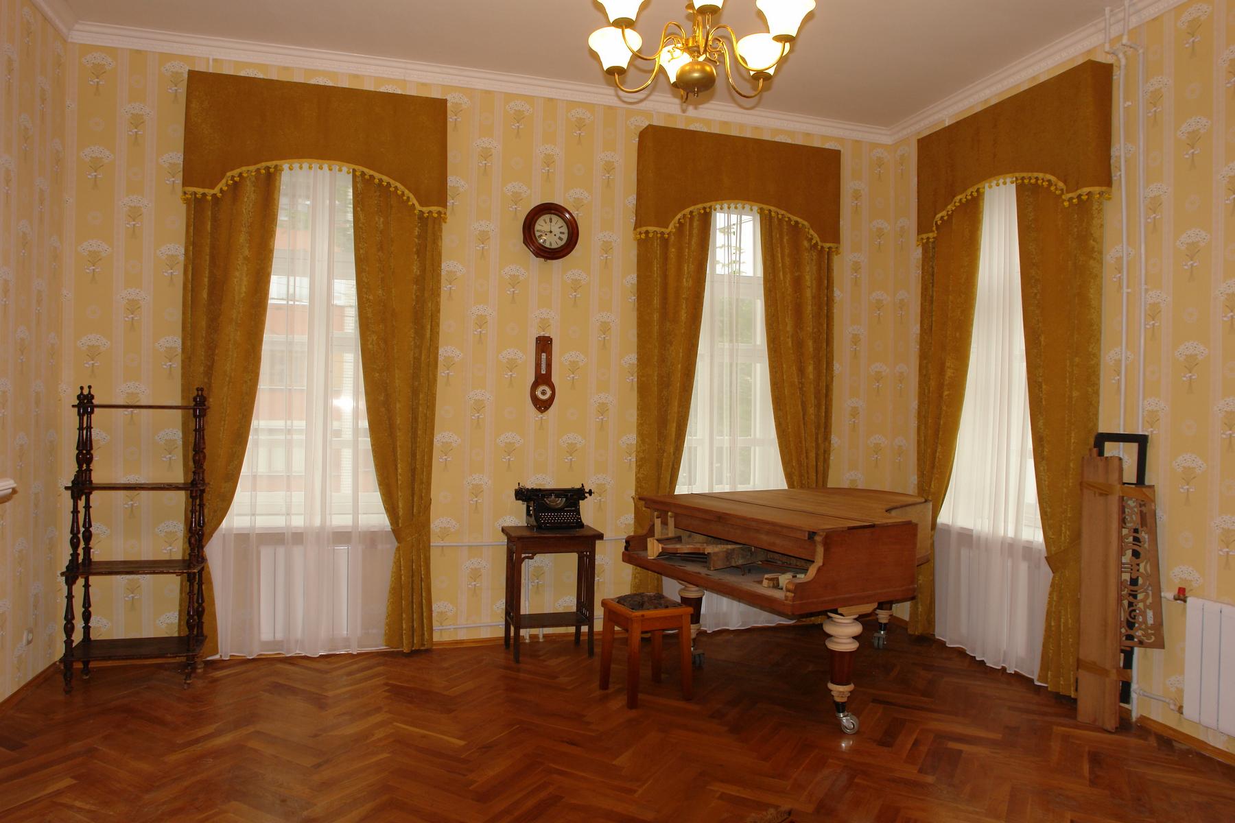 Комната Александра Леонидовича Чижевского после ремонта