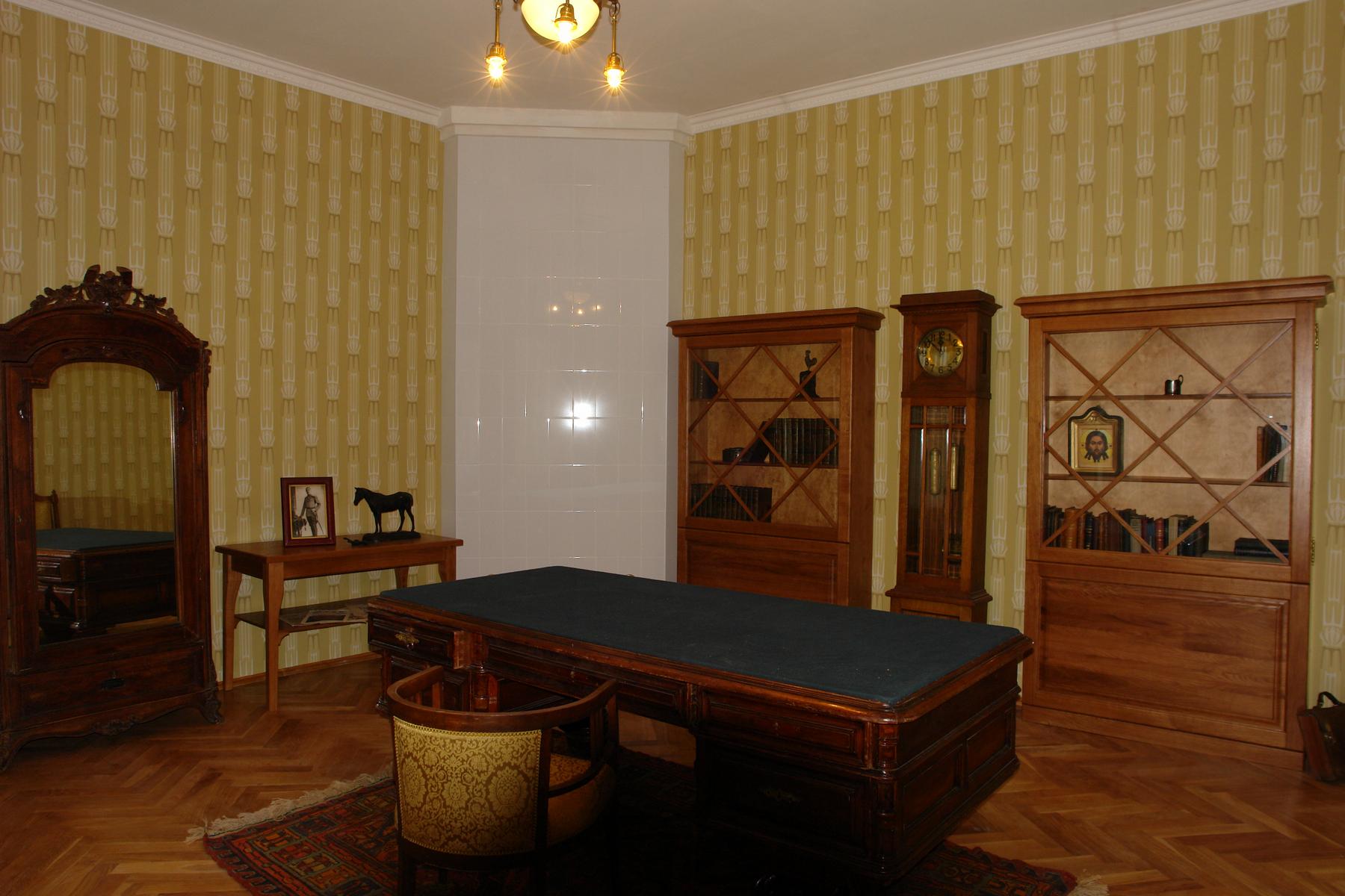 Комната Леонида Васильевича Чижевского