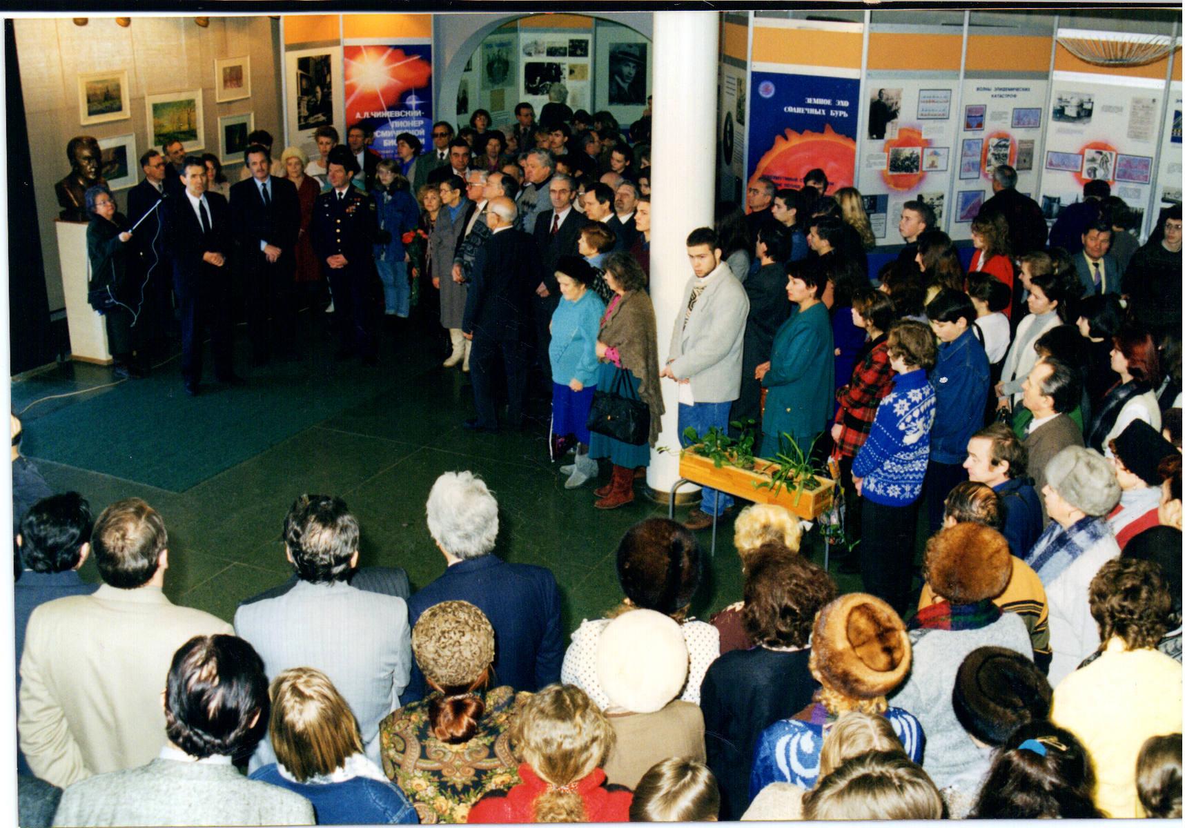 На выставке в Государственном музее истории космонавтики имени К.Э. Циолковского в 1997 г.