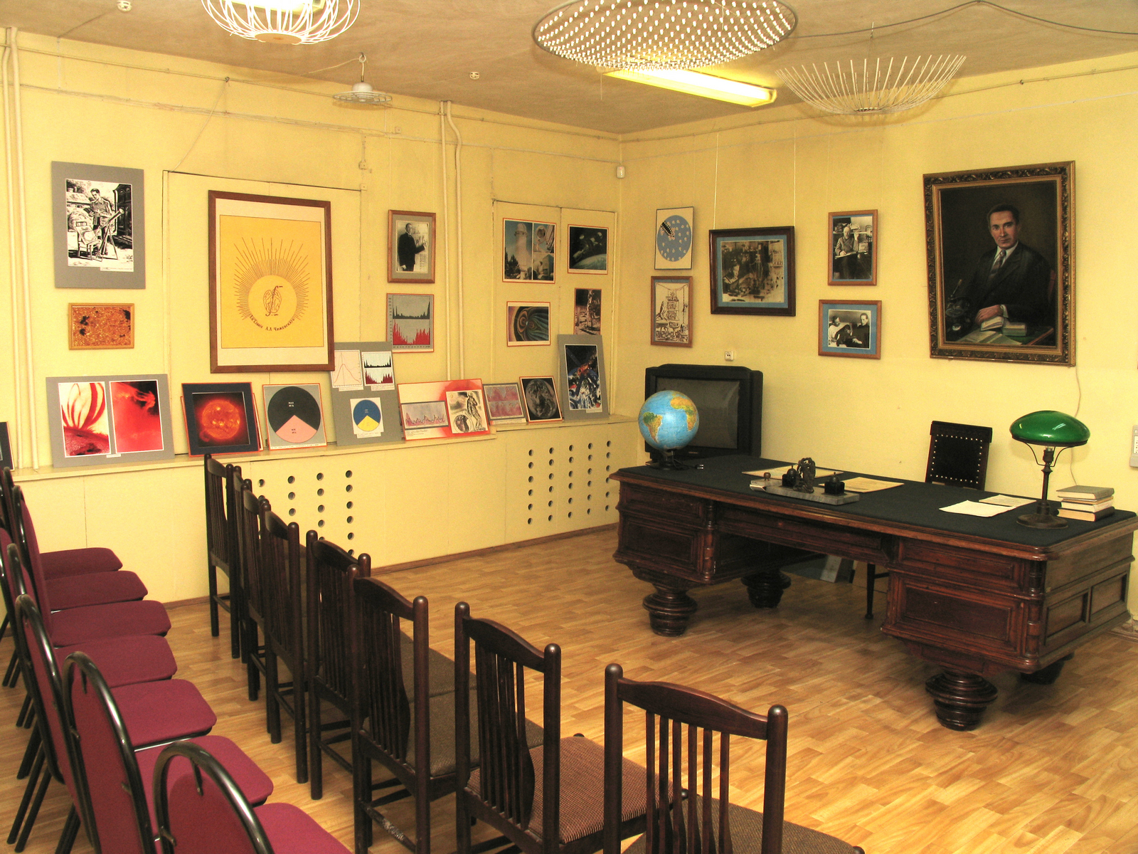 Научно-биографический зал
